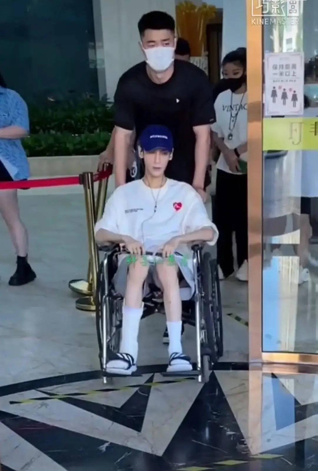Showbiz choáng nặng trước hình ảnh mỹ nam Bên Nhau Trọn Đời ngồi xe lăn, gầy rộc như cụ già 80 tuổi - Ảnh 2.