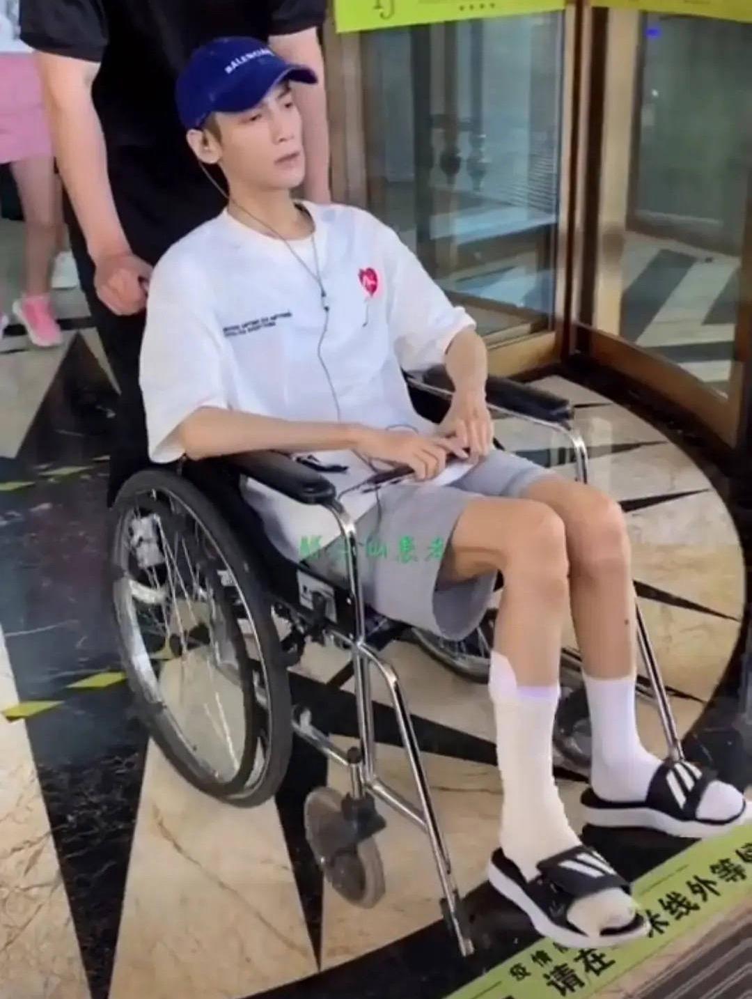 Showbiz choáng nặng trước hình ảnh mỹ nam Bên Nhau Trọn Đời ngồi xe lăn, gầy rộc như cụ già 80 tuổi - Ảnh 3.