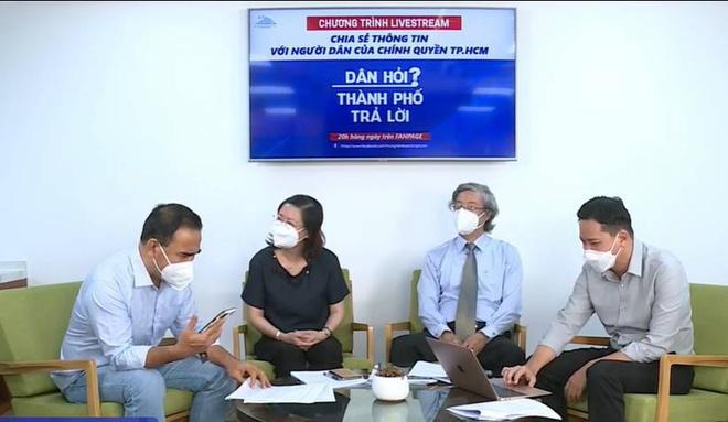 Quyền Linh bất ngờ hết tiền điện thoại trên sóng livestream, dân tình từ bật cười chuyển sang xúc động vì lý do đằng sau - Ảnh 2.