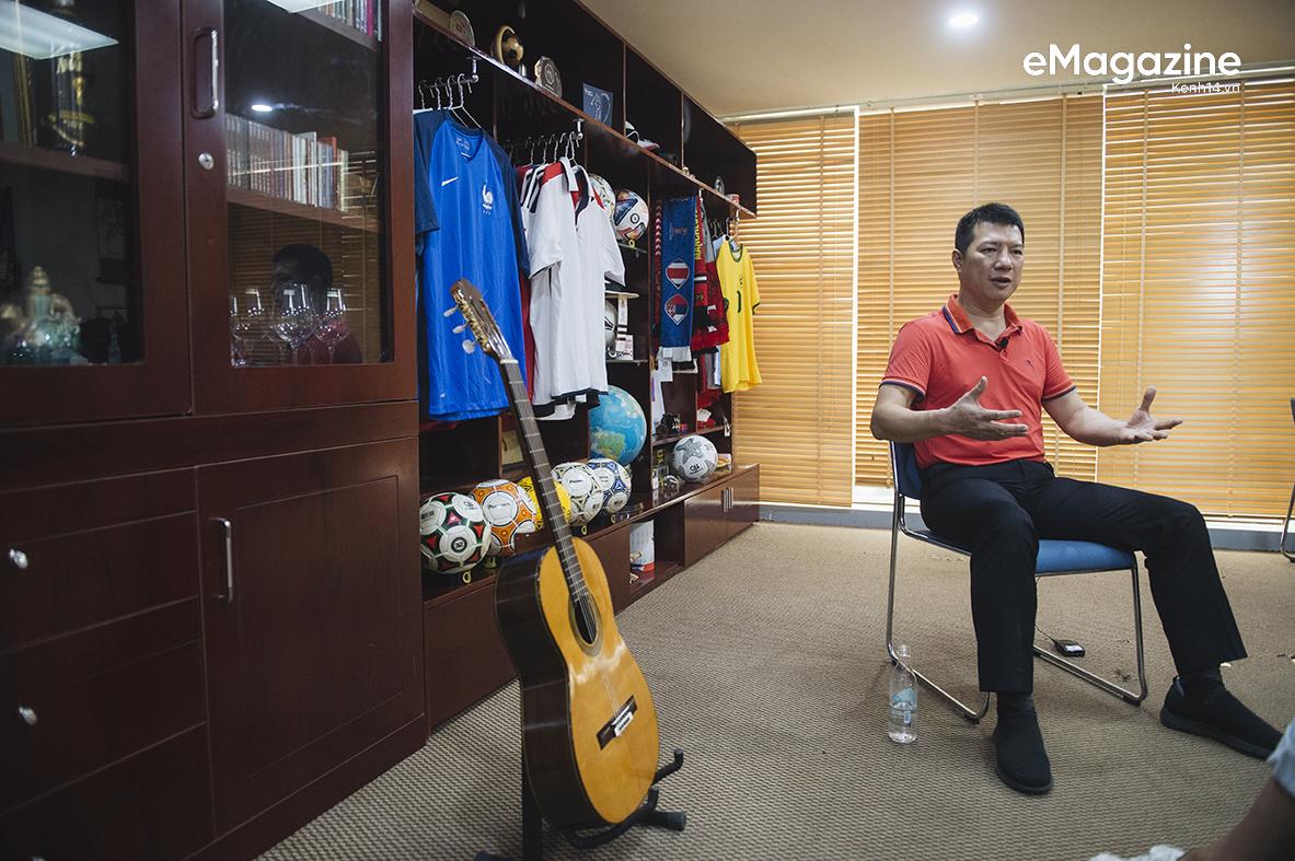 BLV Quang Huy: Tôi không thể nhớ đường nhưng sẽ nhớ tên cầu thủ mới, trận đấu nào quá nhiều cảm xúc tôi sẽ ngủ lại cơ quan - Ảnh 27.