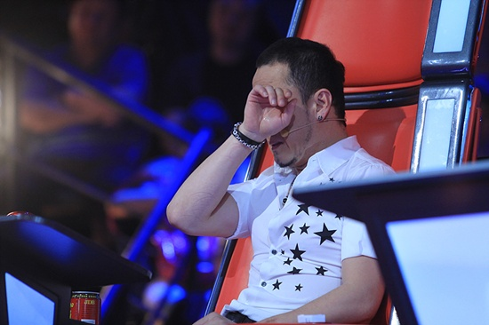 the-voice-trung-hlv-khoc-vi-adele-trung-quoc