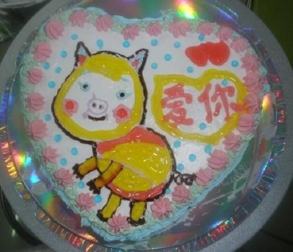 Những chiếc bánh sinh nhật... xấu kinh hoàng 11