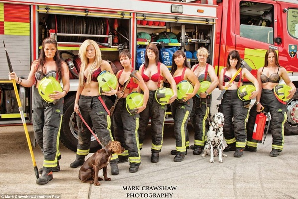 Những lính cứu hỏa xinh đẹp cởi áo chụp ảnh 7
