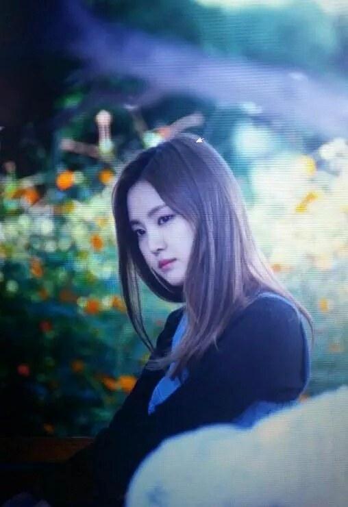 netizen-tram-tro-truoc-ve-dep-cua-naeun-a-pink-tren-phim-truong_f9ab837a57-6dfaa
