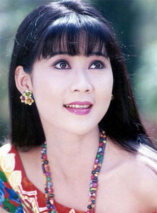 1437616703-20150720-xem-hau-truong-chup-anh-lich-cua-diem-huong-nam-1990-3-b53c4