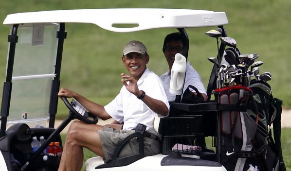 753474566-president-obama-waves-golf-cart-kailua-a66b7