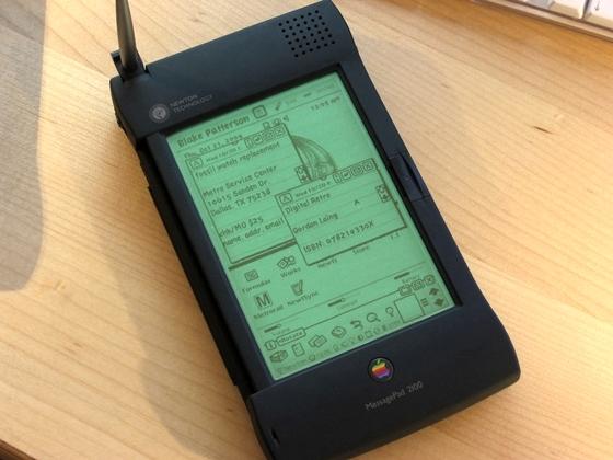 """5 thiết kế """"khó đỡ"""" của Apple 1"""