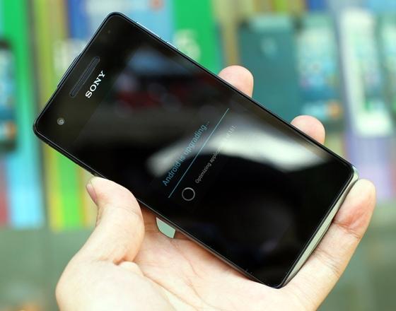"""Trên tay Sony Xperia V - smartphone chống nước """"đỉnh"""" 6"""