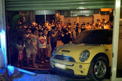 Ca sĩ Nguyên Vũ lái xe tông vào nhà dân 3