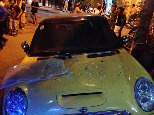 Ca sĩ Nguyên Vũ lái xe tông vào nhà dân 4