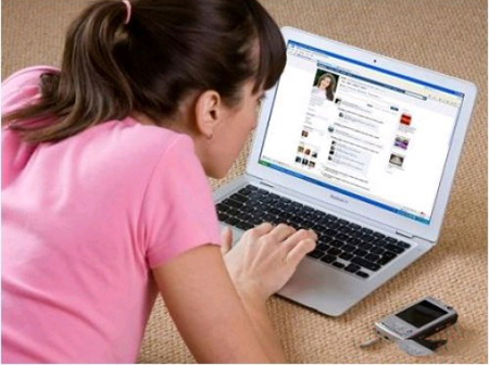 Học sinh có nên bình luận về thầy cô trên Facebook? 3