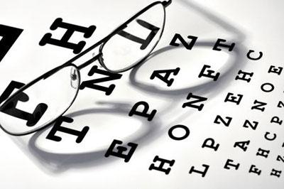 vệ sinh kính mắt