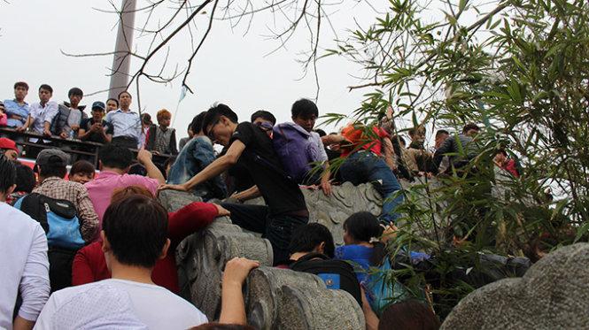 Lễ hội chùa Hương năm nay lại khá thoáng người - Ảnh: Quang Thế