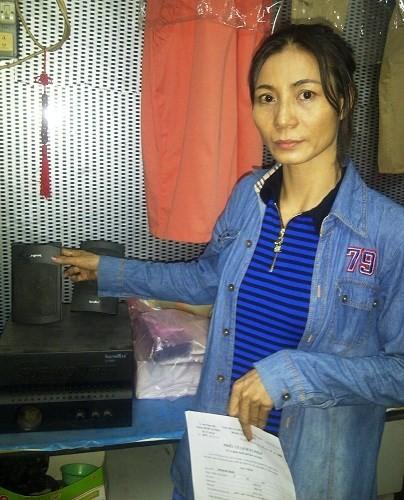 Bà Ngọt bên hai chiếc loa cũ do người chồng mang về từ Nhật.
