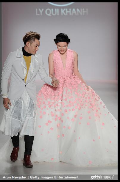 Tuyết Lan làm vedette trong show của Lý Quí Khánh tại New York Fashion Week 2015 1