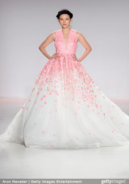 Tuyết Lan làm vedette trong show của Lý Quí Khánh tại New York Fashion Week 2015 4