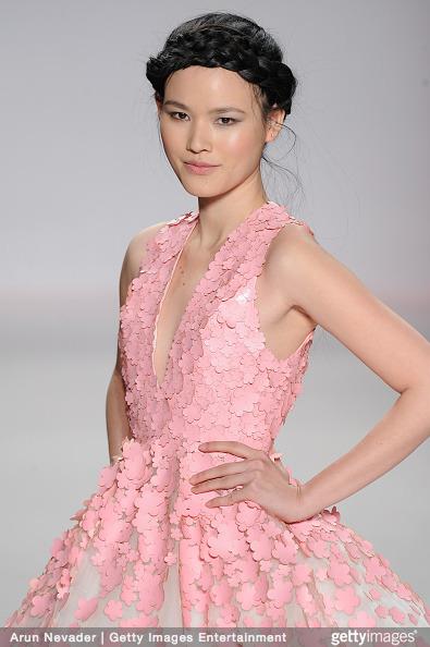 Tuyết Lan làm vedette trong show của Lý Quí Khánh tại New York Fashion Week 2015 5