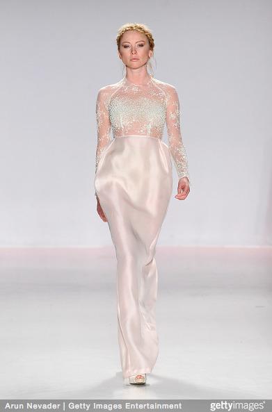 Tuyết Lan làm vedette trong show của Lý Quí Khánh tại New York Fashion Week 2015 11