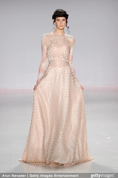 Tuyết Lan làm vedette trong show của Lý Quí Khánh tại New York Fashion Week 2015 12