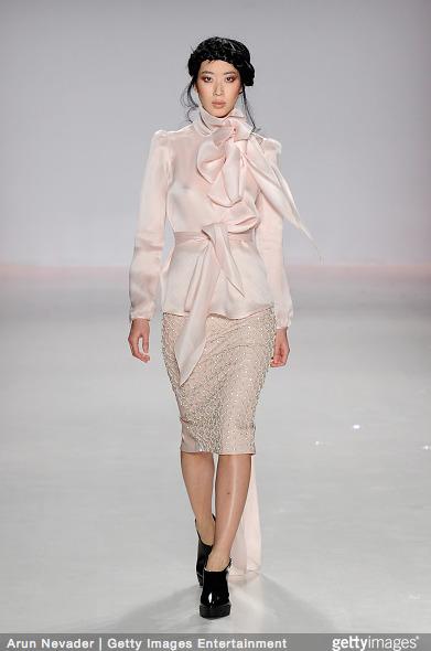 Tuyết Lan làm vedette trong show của Lý Quí Khánh tại New York Fashion Week 2015 15