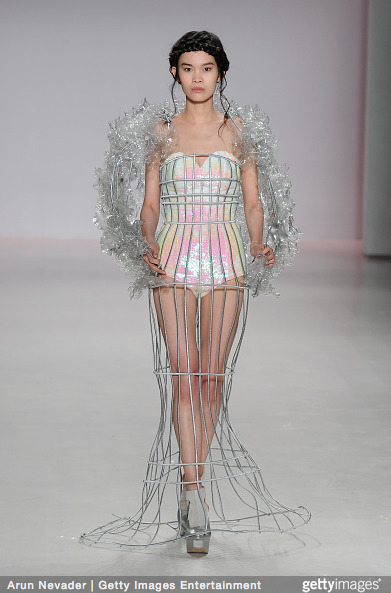 Tuyết Lan làm vedette trong show của Lý Quí Khánh tại New York Fashion Week 2015 16