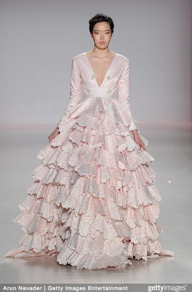 Tuyết Lan làm vedette trong show của Lý Quí Khánh tại New York Fashion Week 2015 18