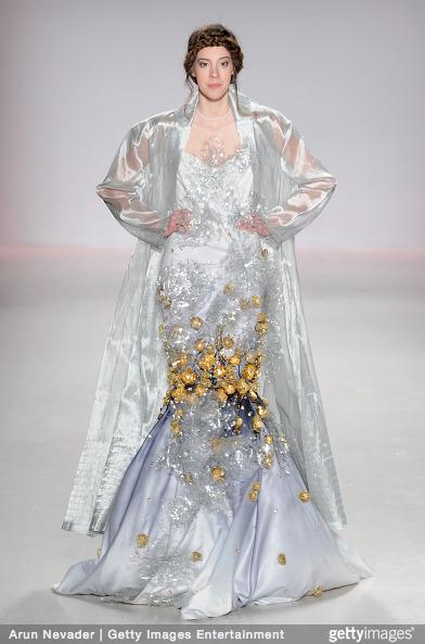Tuyết Lan làm vedette trong show của Lý Quí Khánh tại New York Fashion Week 2015 20
