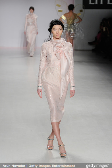 Tuyết Lan làm vedette trong show của Lý Quí Khánh tại New York Fashion Week 2015 21