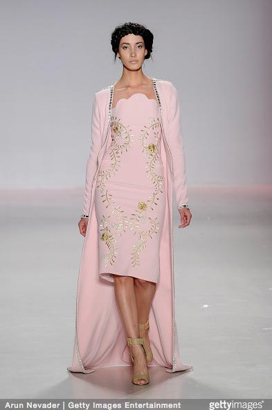 Tuyết Lan làm vedette trong show của Lý Quí Khánh tại New York Fashion Week 2015 22