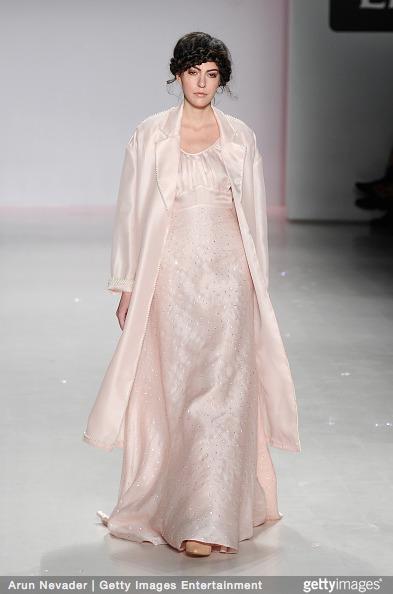 Tuyết Lan làm vedette trong show của Lý Quí Khánh tại New York Fashion Week 2015 23