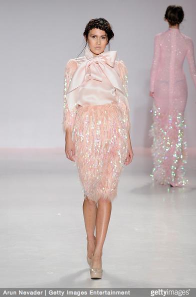 Tuyết Lan làm vedette trong show của Lý Quí Khánh tại New York Fashion Week 2015 26
