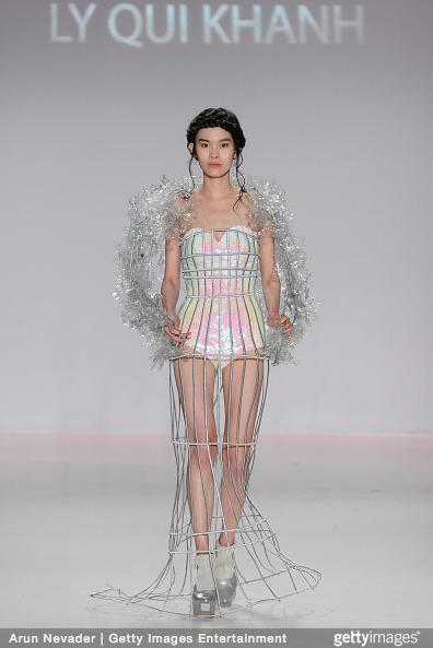 Tuyết Lan làm vedette trong show của Lý Quí Khánh tại New York Fashion Week 2015 28