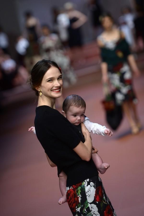 Dolce & Gabbana gây ấn tượng với show diễn toàn em bé 3
