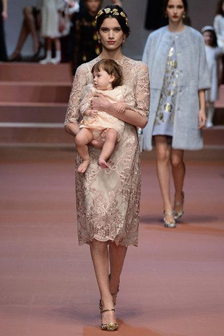 Dolce & Gabbana gây ấn tượng với show diễn toàn em bé 15