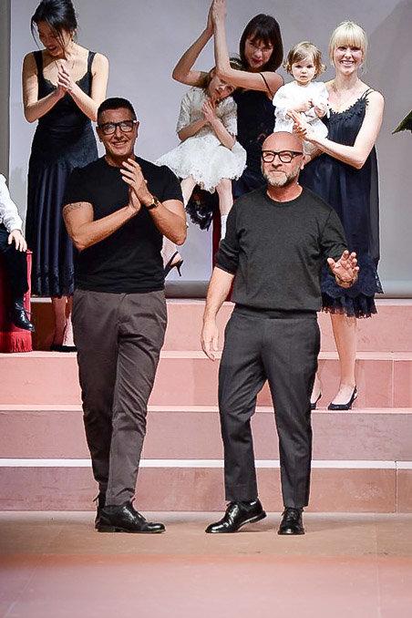 Dolce & Gabbana gây ấn tượng với show diễn toàn em bé 23