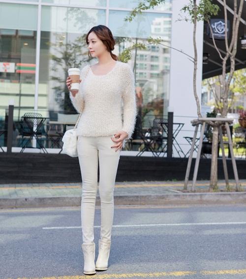 """Mix đồ phong cách với """"hot item"""": Áo len xù 3"""
