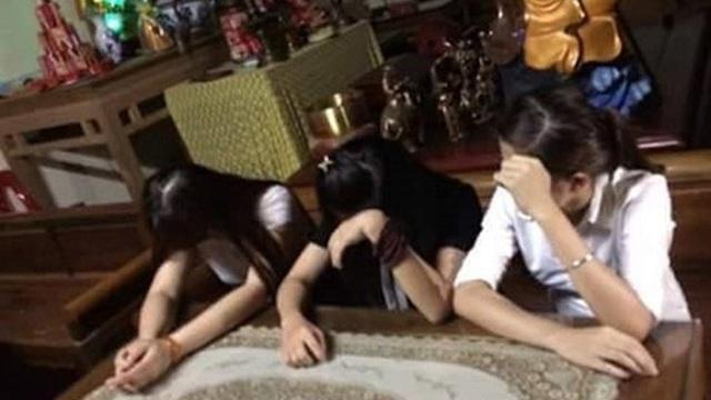 """Clip sư đánh bạc với 3 cô gái"""": Trục xuất 2 chú tiểu khỏi chùa"""