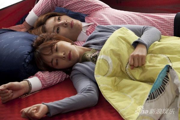 """Cặp đôi """"Full House 2"""" ôm nhau ngủ ngon lành 9"""