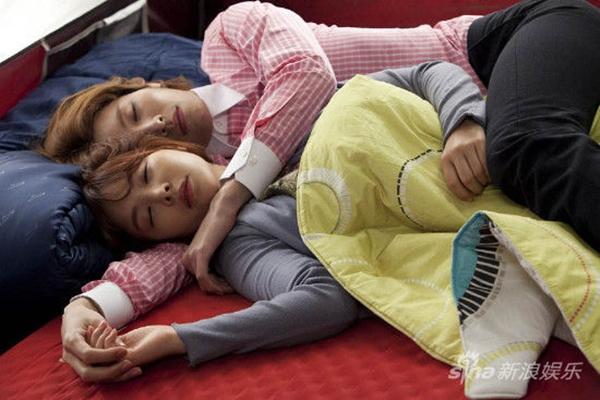 """Cặp đôi """"Full House 2"""" ôm nhau ngủ ngon lành 10"""