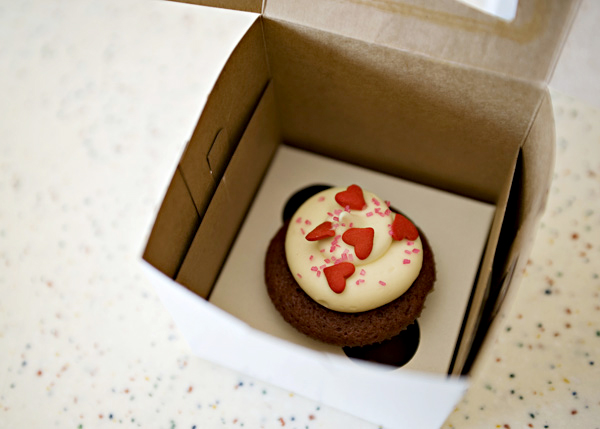 tap-nuong-cupcake-red-velvet-cua-rieng-minh