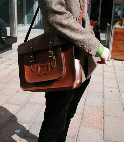 """Cambridge Satchel - chiếc túi """"đa zi năng"""" dành cho giới trẻ"""