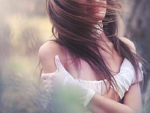 Image result for ảnh cô gái buồn quay lưng