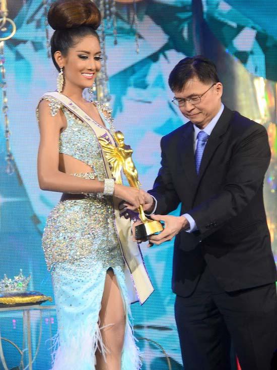 Người đẹp Brazil đăng quang Hoa hậu Chuyển giới Quốc tế 2013 14