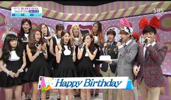 Sooyoung (SNSD) đăng ảnh Taeyeon xinh đẹp thổi nến mừng sinh nhật 9