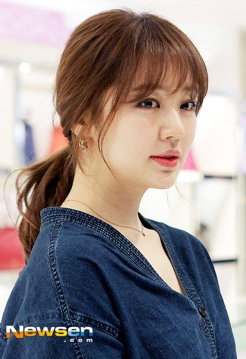 Yoon Eun Hye giản dị nhưng vẫn nổi bật trong sự kiện 11