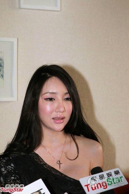 Ca sỹ Cbiz khóc ngất vì bị buộc quay cảnh cưỡng hiếp 4