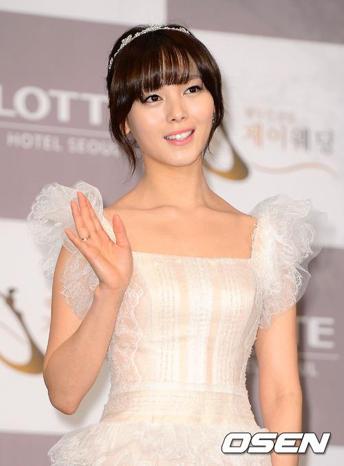Idol Hàn xúng xính dự đám cưới như mơ của Sunye (WGs) 17