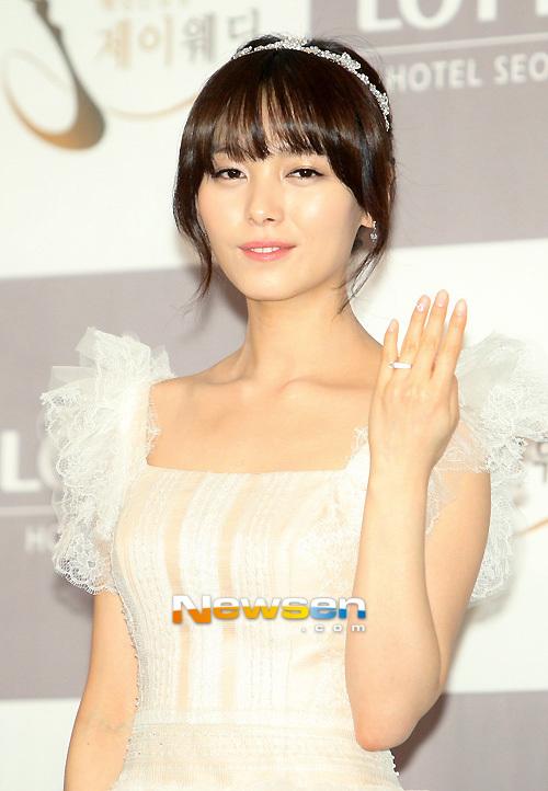 Idol Hàn xúng xính dự đám cưới như mơ của Sunye (WGs) 18