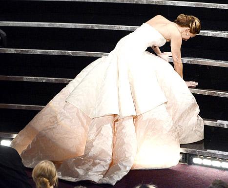 Jennifer Lawrence phân trần chuyện ngã khi nhận giải Oscar 1