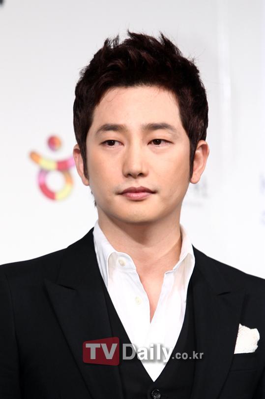 Mẹ Park Shi Hoo bí mật gặp bố nạn nhân A 1